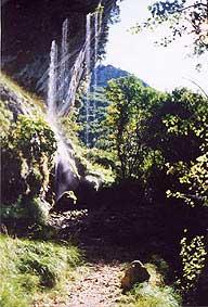 Esterno Grotta all'Onda